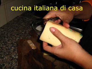 Come preparare il cotechino con la fonduta ricetta fotografata passo a passo di cucina italiana - Cucina italiana di casa ...