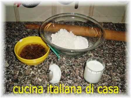 Antica piadina dolce di farina di castagne e uvette ricetta con foto di cucina italiana di casa - Cucina italiana di casa ...