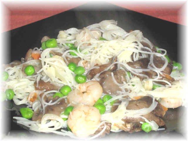 Come preparare in casa gli spaghetti di riso cinesi con for Gamberi alla piastra cinesi