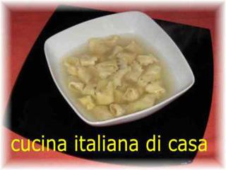 Come preparare i cappelletti di artusi cotti nel brodo di for Cappone ricette cucina italiana
